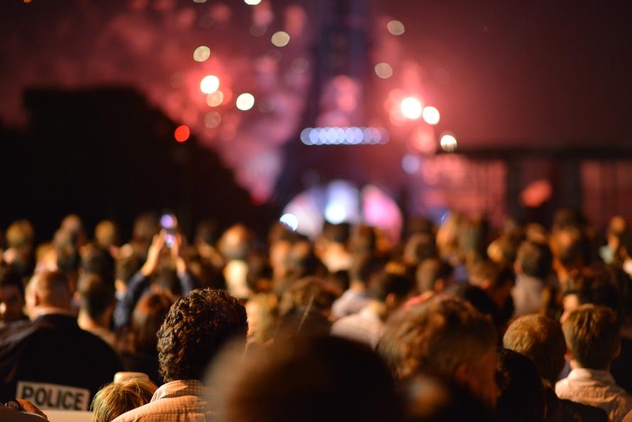 Lidojumi uz Parīzi